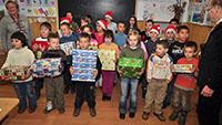 Weihnachtspäckchen für bedürftige Kinder - Baden-Badener Sammelstelle im Restaurant Porterhouse