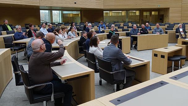 Kleine Städtepartnerschaft mit großen Themen – Delegation aus Gernsbach und Baccarat im Landtag