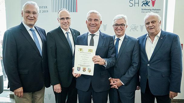 Baden-Württembergisches Innenministerium steuert gegen AfD-Positionen – Sicherheits-Kooperation mit Bayern, Hessen, Rheinland-Pfalz und dem Saarland