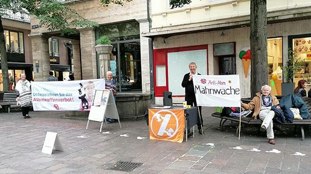 "Anti-Atom Mahnwache von Attac in Baden-Badener Fußgängerzone – ""102. Mahnwache seit Fukushima"""