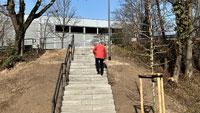 Treppe zum neuen Aldi-Markt in der Weststadt freigegeben – Aldi-Treppe oder Werner-Schmoll-Treppe
