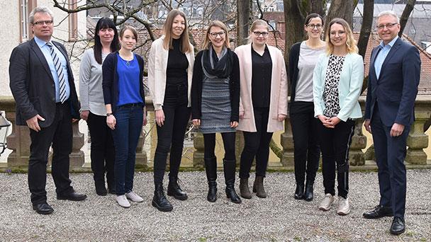 Sechs neue Mitarbeiter für Baden-Badener Stadtverwaltung - Bürgermeister Alexander Uhlig begrüßt neue Kehl-Absolventinnen