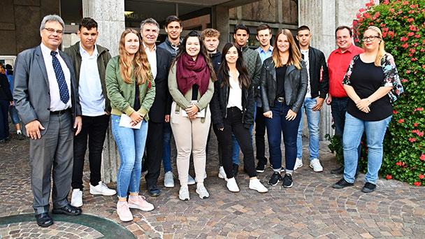 Stadt Gaggenau sucht Auszubildende für 2020 – Oberbürgermeister Florus begrüßt die Neuen im Rathaus