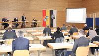 Karlsruher vor Aufbau des Zentralen Impfzentrums – Eines von neun zentralen Impfzentren in Baden-Württemberg