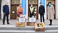 OB Mergen überbrachte die Bananen – Gesunde Spende für Mitarbeiter des Kreisimpfzentrums