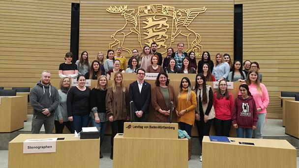 Baden-Badener Schüler diskutierten im Landtag – Flut an weggeworfenen Zigarettenstummeln in der Stadt