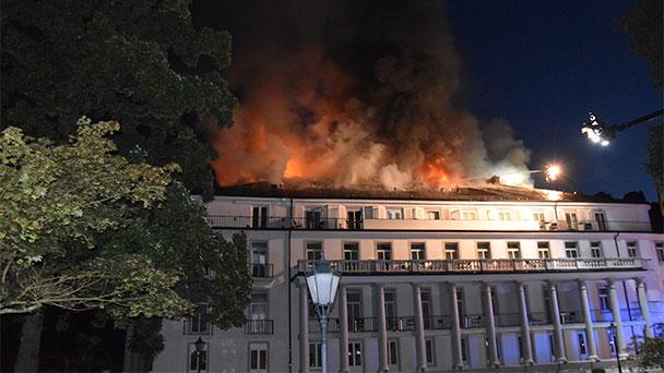 """Keine Manöverkritik im Baden-Badener Rathaus zum Brand im Badischen Hof – """"Die Warnung erfolgte, initiiert durch die Stadt über Rundfunk und die Warnapp NINA zur Einsatzzeit, also zur Nachtzeit um 5:22 Uhr"""""""