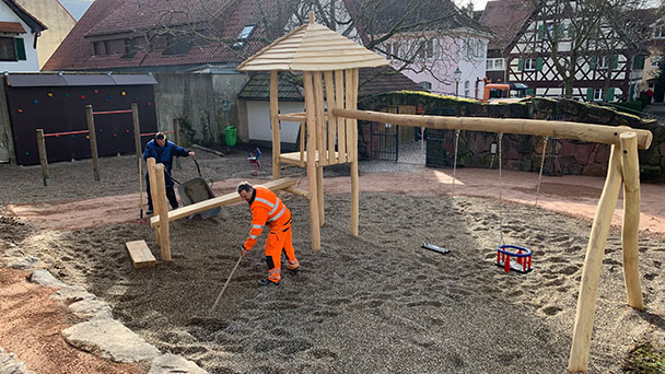 Umfangreiche Umgestaltung für 15.000 Euro – Spielplatz im Hänferdorf wieder freigegeben