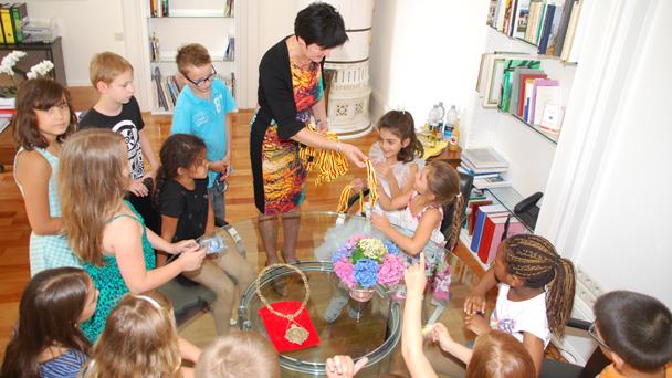 Schulkinder besuchen OB Margret Mergen