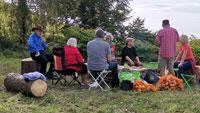 """Partei dieBasis berichtet von Ernteaktion in Varnhalt – """"Landschaftspflege, die dem Gesicht der Region guttut"""""""
