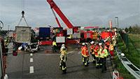 Tödlicher Unfall bei Baden-Baden – Großeinsatz für Baden-Badener und Karlsruher Rettungskräfte – Mit hoher Geschwindigkeit unter geparkten Sattelzug