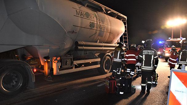 """Fußgänger schwer verletzt – Kollision mit Lastwagen – Polizei: """"Zusammenstoß war nicht mehr vermeidbar"""""""