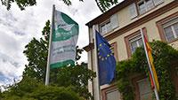 """Baden-Baden hisste Flagge für den Frieden – """"Atomwaffen abschaffen!"""""""