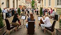 Musik, Bücher und Maßschuhe – Konzerte auf der Straße in Baden-Baden bei Straß und Vickermann & Stoya