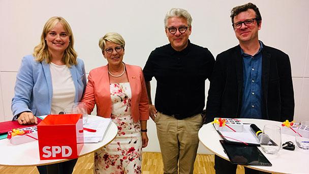 """Gabriele Katzmarek trägt digitale Diskussion ins Unimog-Museum – Zum Digitalpakt Schule: """"Wir haben für diesen Pakt lange gekämpft"""""""