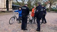 Radfahrer in Ooser Bahnhofstraße und am Festspielhaus von GVD kontrolliert
