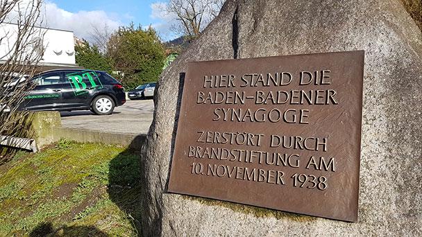 """Mahnwache in der Baden-Badener Stephanienstraße – 80 Jahre Synagogenvernichtung – """"Würde des Ortes wiederherstellen"""""""