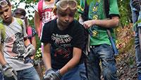 Aus Gaggenauer Kindern wurden Forscher – Mit Forscherutensilien Hammer, Schutzbrille und Handschuheunterwegs