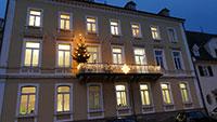 Gernsbach kommt in Weihnachtsstimmung – Große Christbäume in der Innenstadt