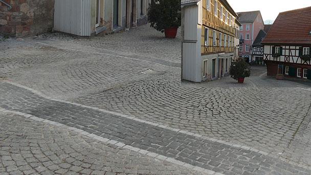 """""""Pflasterstreifen"""" an Stadttoren erinnern an 799 Jahre Geschichte - Historisches Gernsbach sichtbar gemacht"""