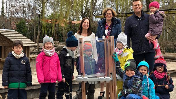 Staffelei für deutsch-französischen Kindergarten – Anemone Bippes in Spenderlaune