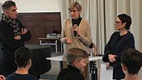 """Armut in Baden-Baden – """"Lebenswirklichkeit von Menschen in Armut"""" – Sozialpädagoginnen berichten Schülern"""
