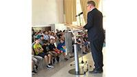 """""""Neuer"""" MLG-Schulleiter Marco Kuhn ermutigt Fünftklässler – """"Jeder Schüler namentlich auf Aula-Bühne gerufen"""""""