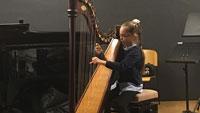 """Clara-Schumann Musikschule bot """"stimmiges und abwechslungsreiches Schülerkonzert"""" – Von Harfe und Streichertrio bis Michael Jacksons """"Thriller"""""""