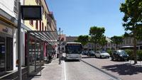 Letzte Verschönerungen in der Oberen Kaiserstraße – Markierungen am Bordstein verdeutlichen Höhenunterschied zur Straße