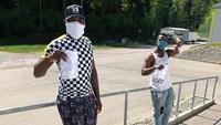 """Community-Masken an Flüchtlingsunterkunft gespendet – """"Viele der Bewohner gingen einer Arbeit nach, die der größte Teil mittlerweile verloren hat"""""""
