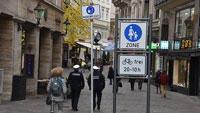 """17 Maskenpflicht-Schilder warnen in Baden-Badener Innenstadt – """"Auch, wenn Mindestabstand eingehalten werden kann"""""""
