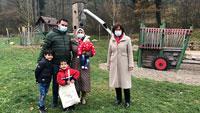 OB Magret Mergen kümmert sich um Flüchtlinge – Spaziergang mit Baden-Badener Familie in Geroldsau