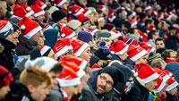 15.000 Nikolausmützen im Stadion des SC Freiburg