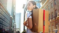 Baden-Badener Erfinderin Désirée Schmitz nimmt vielen Menschen eine Last – Paket-Rucksack soll Online-Shopping revolutionieren