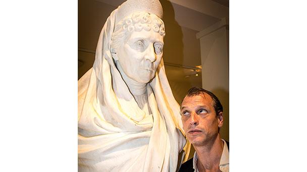 """""""Es gibt hier niemanden, der ernsthaft krank wäre. Alle kommen nur hierher, um sich zu amüsieren"""" - Max im Museum am 14. Oktober"""