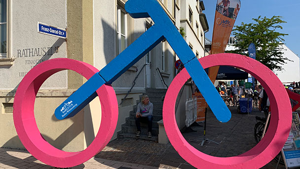 Fahrrad-Event in Bühl und Diskussion um großen Flächenbedarf für Autoverkehr