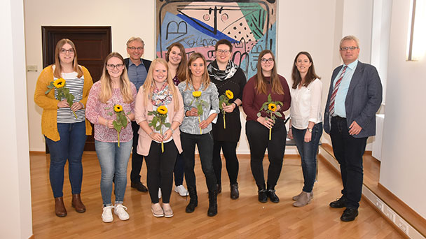 Neue Mitarbeiter im Rathaus Baden-Baden – Erster Bürgermeister Uhlig gratuliert ausgelernten Azubis