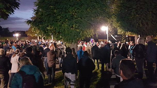"""Corona-Demo in Sandweier – SPD-Stadtrat Henn fordert """"rechtliche Schritte"""" – """"Keine einzige Anti-Corona-Maßnahme eingehalten"""" – Polizeirevier-Leiter Kirchner widerspricht"""