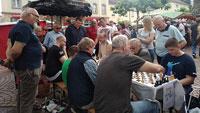 Am Samstag Vielfalt-Wochenmarkt auf dem Rastatter Marktplatz –  Schachspielen unter freiem Himmel