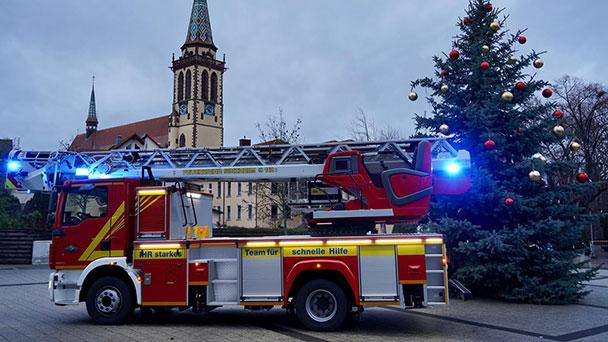 Besonderes Weihnachtsgeschenk für Sinzheimer Feuerwehr – Ersatz für 37 Jahre alte Drehleiter