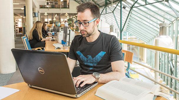 Weiterer Schritt zum Normalbetrieb in Rastatter Stadtbibliothek – Ab Dienstag Aufenthalt an Einzelarbeitsplätzen möglich