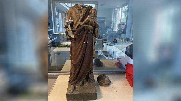 """Polizei sucht Eigentümer und Hinweise – """"Dürfte nach christlichem Glauben Josef darstellen"""""""