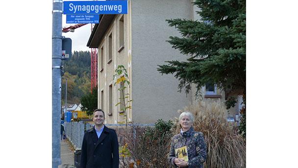 """Neuer """"Synagogenweg"""" in Gernsbach erinnert an ehemalige Synagoge – Bürgermeister Christ: """"Weiteres Zeichen des Erinnerns und der Verbundenheit"""""""