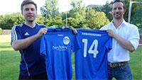 """Fußball-Fieber auch auf dem Waldseeplatz - Christopher Huck trainiert Flüchtlinge – Trikot-Sponsor für """"Ambassador"""""""