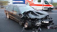 A5 wegen schwerem Unfall zeitweise gesperrt - Rettungshubschrauber und Feuerwehr im Einsatz