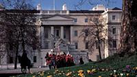 Baden-Badener Touch am Buckingham Palast - Oetker Collection wächst weiter - Londoner Grandhotel kommt zu Baden-Badener Hotelkonzern