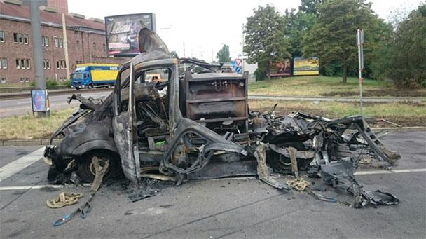 10 Verletzte nach Explosion von Sauerstoffflasche in Auto - Fahrer schwer verletzt - Neun Personen leicht verletzt