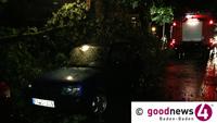 Wütendes Unwetter in Baden-Baden - Zwei Verletzte und fast 50 Einsätze der Feuerwehr - OB-Dienstwagen vor Yburghalle von Bauzaun getroffen - Diskussion um gesplittete Abwassergebühr