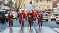 Weihnachtsmänner eroberten Bühl - Aktion des Deutschen Fahrrad-Clubs
