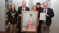 Kulturensemble stellt OB Gemälde von Anna Zerr vor